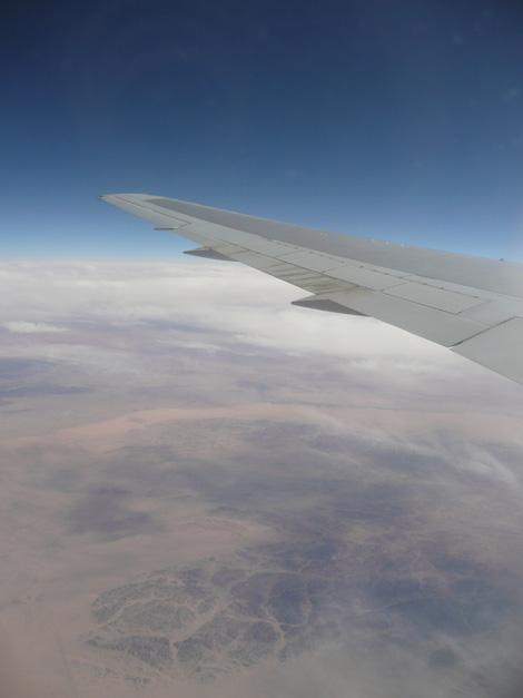 シルクロード上空を飛ぶ