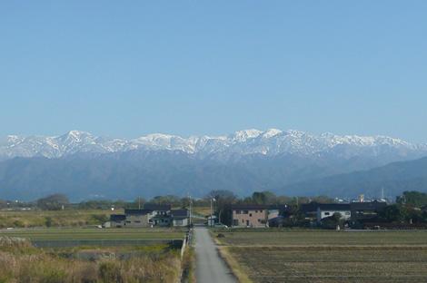 立山連峰/富山県黒部市あたりの車窓から