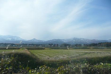 長野から直江津へ向かう列車の車窓から