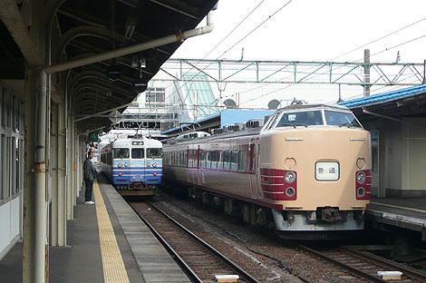 直江津駅のホームにて