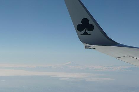 茨城発、札幌(新千歳)行き飛行機の窓から富士山