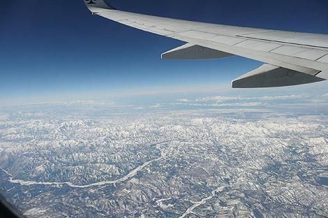 上空から冬の越後山脈
