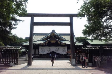 靖国神社の拝殿前