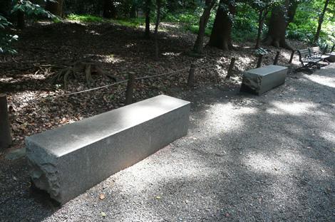 散歩路のベンチ