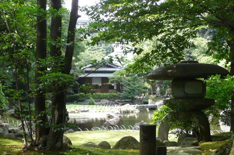 靖国神社境内の庭園