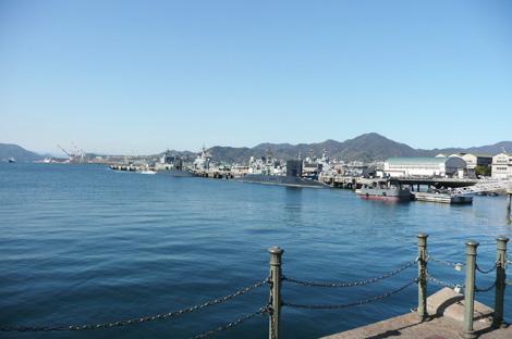 「アレイからすこじま」から見た呉港