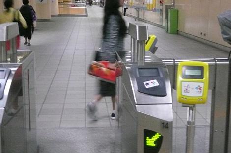 台北MRT各駅のiPASS共用カードリーダー