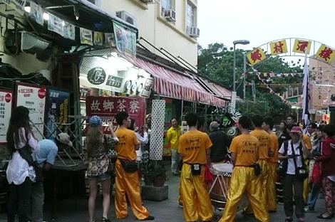 饅頭祭の長洲島の様子